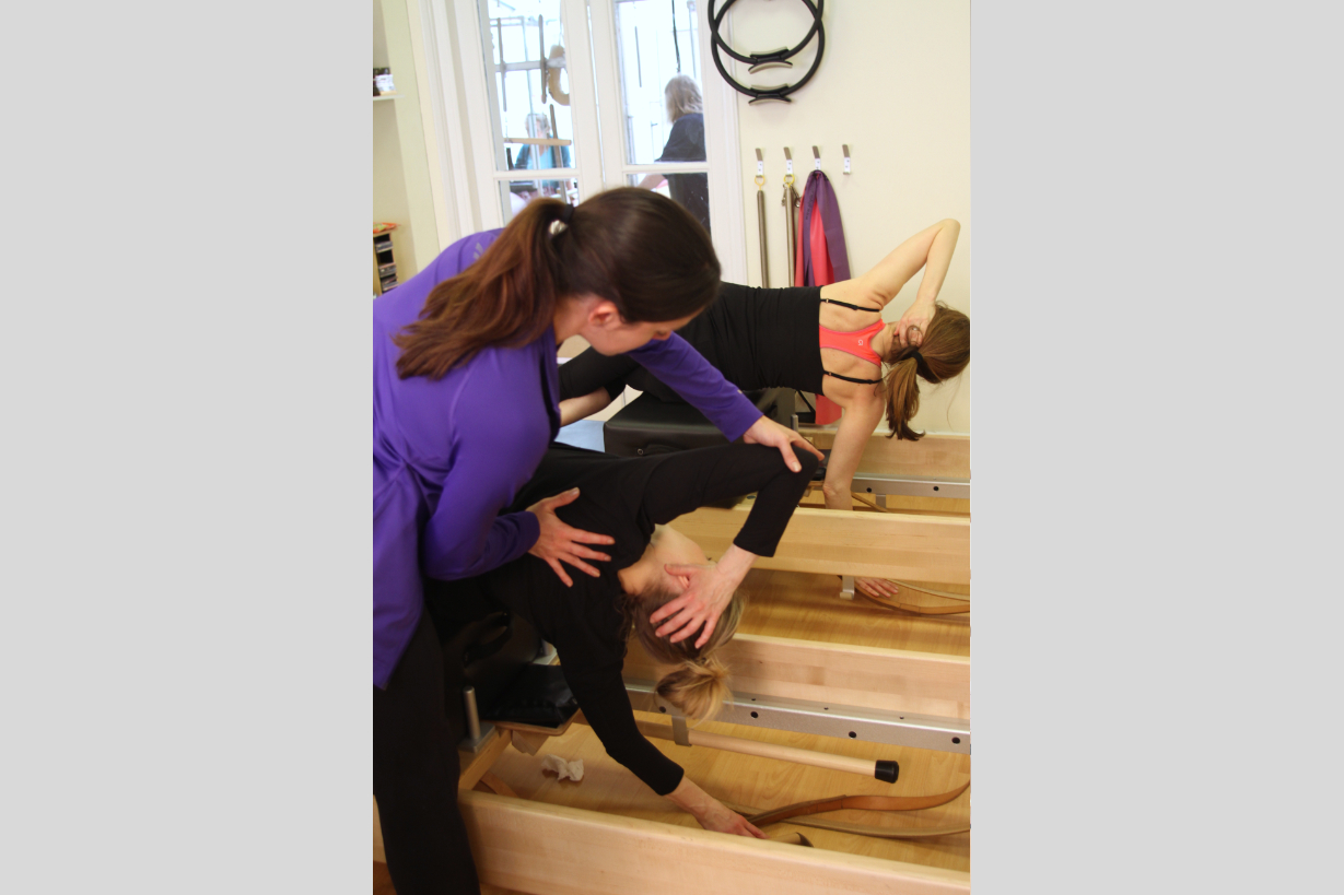 slide%203%20the%20pilates%20place%20crouch%20end%20larissa%20teaching%20side%20sit%20up